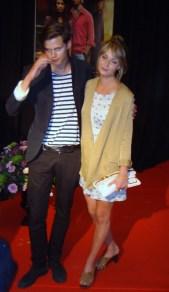 Bill Skarsgård med flickvän