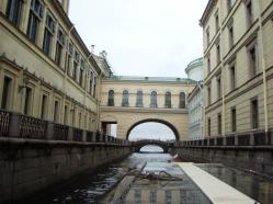 Kanal som går ut i Nevafloden