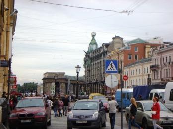 En tvärgata till Nevsky prospekt