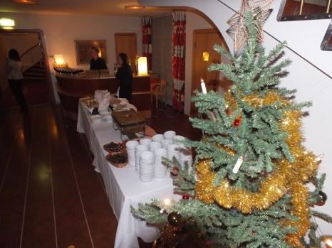 buffé bordet med julgran