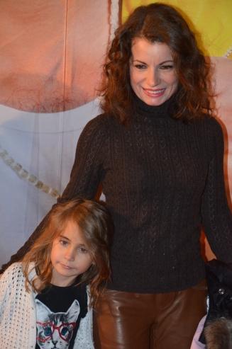 Alexandra Coelho Ahndoril med dotter