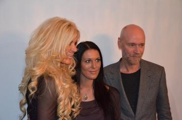 Maria Montazami med Lars Wallin och vän