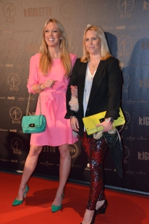 Linda Lindorff med väninna