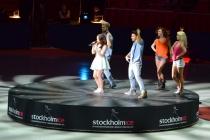 Amy Diamond med dansgrupp