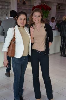 Nicole Schulman med väninna