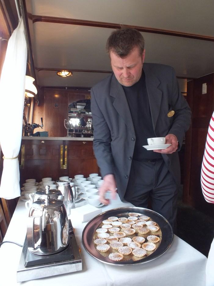 Kaffe med kaka på båten