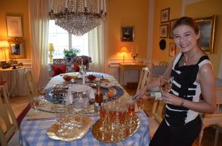 Nicole Schulman med champagne