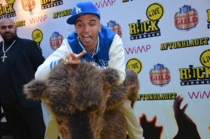 Sean Banan hoppar på Rockbjörnen