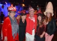 Bert-Åke Varg och Judith & Judith & Shirley Clamp med hattvinnaren.