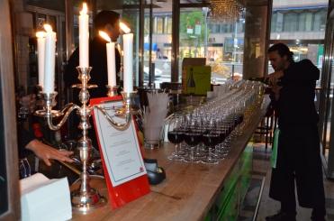 Vinet serveras