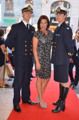 Tina Leijonberg med uniformer