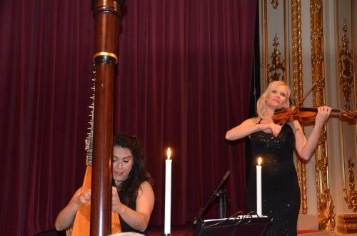 Linda Lampenius spelar violin