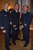 stiliga uniformerade herrar