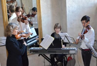 Elever från Danderyds musikskola hälsade gästerna välkomna i Slottstrappan.