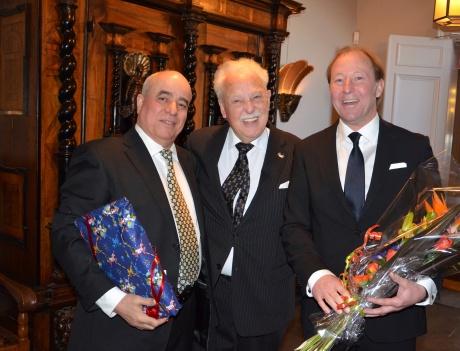 Mr. Patrik Z.Ketane och Vd för Flexiwaggon AB kom med blommor och Dalahäst från Nusnäs.