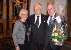 Värmländska uppvaktningar med blommor och hemlig överraskning av grannarna i Östra Ämtervik, Karin och Åke Nilsson.