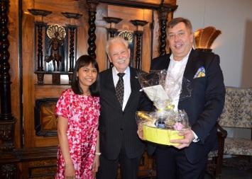 Sekreteraren hos sydafrikas ambassadör Andra med maken Peter Winroth.