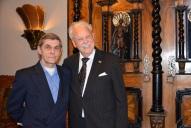 Kaligrafen Jan-Erik Höglund kom och gratulerade.