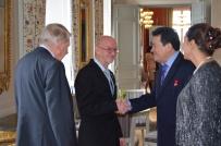Håkon-Stein Korshavn och Göran Haller hälsar på Nicaraguas ambassadör och fru.