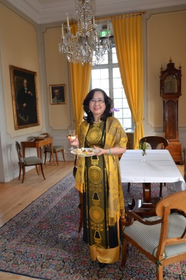 Magnifika Mrs Doan Minh Tuyen, maka till Vietnams ambassadör.
