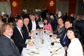 Banérsalen på Djursholms Slott fylld med glada gratulanter.