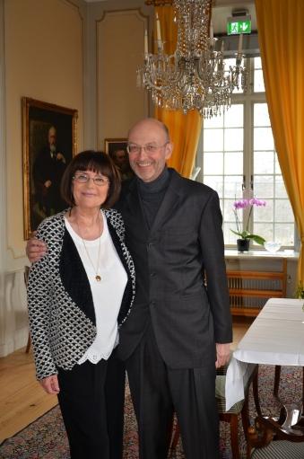 Danska doftspecialisten på NK Hedy Lous-Christensen har träffat läkaren Risto Pahkajärvi i en av salongerna på Djursholms Slott.