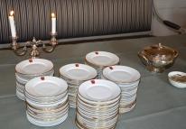 Buffén serverades på Danderyds vapenservice.