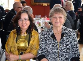 Mrs. Doan Minh Tuyen och Pianisten Anna Strååt.