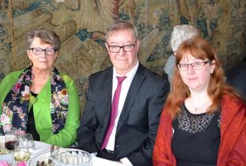 Systerdottern Brita Strömberg med Björn Esping och brorsdottern Åsa Vålvik kom från Karlstad och gratulerade.