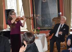 Ljuvligt gratulationsmusik framförd av konsertmästaren och violinisten Susanne Francett.