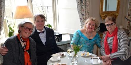 Glada gratulanter.Musikläraren Eva Sääf Wallentin, Tenoren Eric Alexander Carlenstolpe, Hovsångerskan Siv Wennberg och Monica Grill.