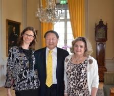 Slovakiska kulturrådet Anna-Katarina Schatzl, professor Richard och fru Eva Hsieh bland gratulanterna.