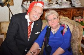Jultomten Gösta med Hovsångerskan Siv Wennberg.
