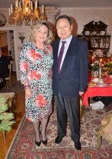 Kära vänner och grannar, Professor Richard Hsieh och fru Eva.
