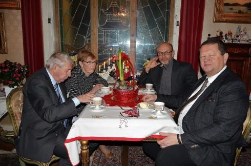 3:e Advent på Villa Solborg. Jorunn och Håkon-Stein Korshavn från Norska kyrkan. Dr. Risto Pakhajärvi och filmproducent Roger Persson.