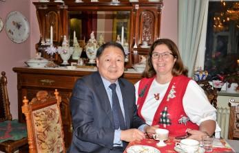 3:e Advent på Villa Solborg. Professor Richard Hsieh och Mrs Ch. Touloupas, maka till Greklands ambassadör.