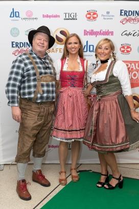 Sara Skyttedal tillsammans med festfixaren Johan Carlén och Marie-Therese Karlberg. Foto: Jackeline Perez