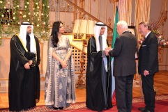 Här hälsas Gösta Malmengård välkommen av His Excellency Ambassador Nabeel Al Dakheel and Mrs Abeer Alasfour. Därefter kommer Karl-Otto Hagen-Olsen