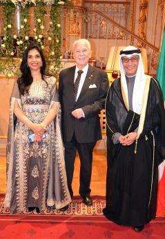Gösta Malmengård omgiven av His Exellency Ambassador Nabeel Al Dakheel & Mrs Abeer Alasfour.