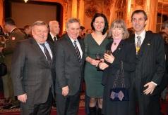 Här har Gösta Malmengård hamnat bakom en rad ambassadörer , närmast till vänster står Rysslands ambassadör Viktor Tatarintsev