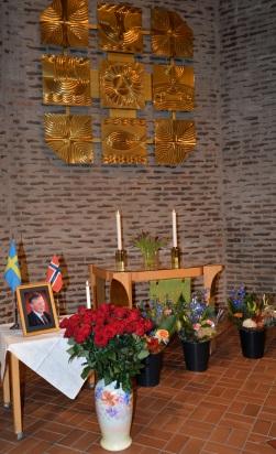 Vackra blommor från Samiras Blommor omgav Karl-Otto Hagen-Olsen´s porträtt.