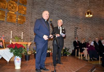 Minneskonsertens värdar, Enebykyrkans pastor Lars Åberg och Gösta Malmengård hälsar alla varmt välkomna.
