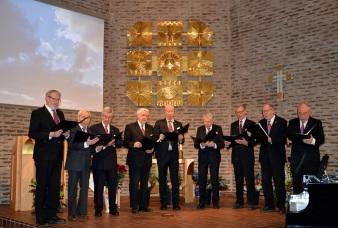 Underbart vackert inledde KFUM-kören med att sjunga Kristallen den fina, folkvisa från Orsa.