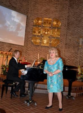 """Här sjunger hovsångerskan Siv Wennberg """"Sivan Divan"""" ut med Edvard Grieg´s Ur Haugtussa Op. 6 nr 67, 1.Det syng,2. Veslemoy och 3. Ved gjaetle - bekken. Vid flygeln Johan Ullén."""