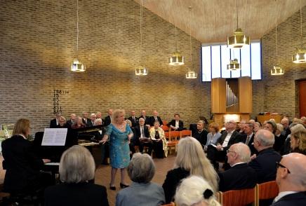 """Hovsångerskan Siv Wennberg tar ton ! Här framför hon mycket engagerande Edvard Grieg´s 3 sånger ur """"Haugtussa"""" op. 6 nr. 67. 1. Det syng, 2. Veslemoy och 3. Ved gjaele - bekken, ackompanjerad av pianisten Johan Ullén."""