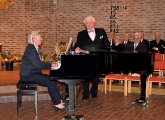 Härligt musikerpar från Enebyberg. Eva Sääf-Wallentin ackompanjerar maken operasångaren Sonny Wallentin som sjunger Francesco Paolo Tosti: Addio.