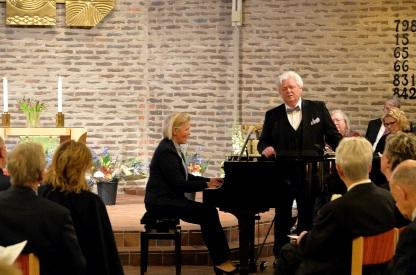 Här tar operasångaren Sonny Wallentin verkligen en härlig ton. Tonerna av Carl Leopold Sjöberg med text av Erik Gustaf Geijer, här ackompanjerad av Eva Sääf-Wallentin.