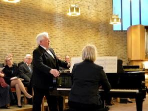 Här sjunger operasångaren den härlige tenoren Sonny Wallentin ett par sånger, först Tonerna av Carl Leopold Sjöberg med text av Erik Gustaf Geijer och Francesco Paolo Tosti´s Addio.