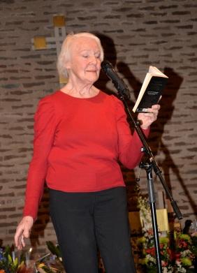 """Underbara dramatenskådespelerskan Margaretha Byström framför Tomas Tranströmmer´s dikt """"Ansikte mot ansikte""""."""