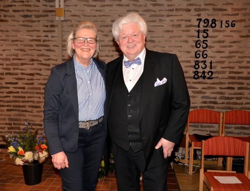 Eleganta musikerparet operasångaren tenoren Sonny Wallentin och pianisten Eva Sääf-Wallentin.